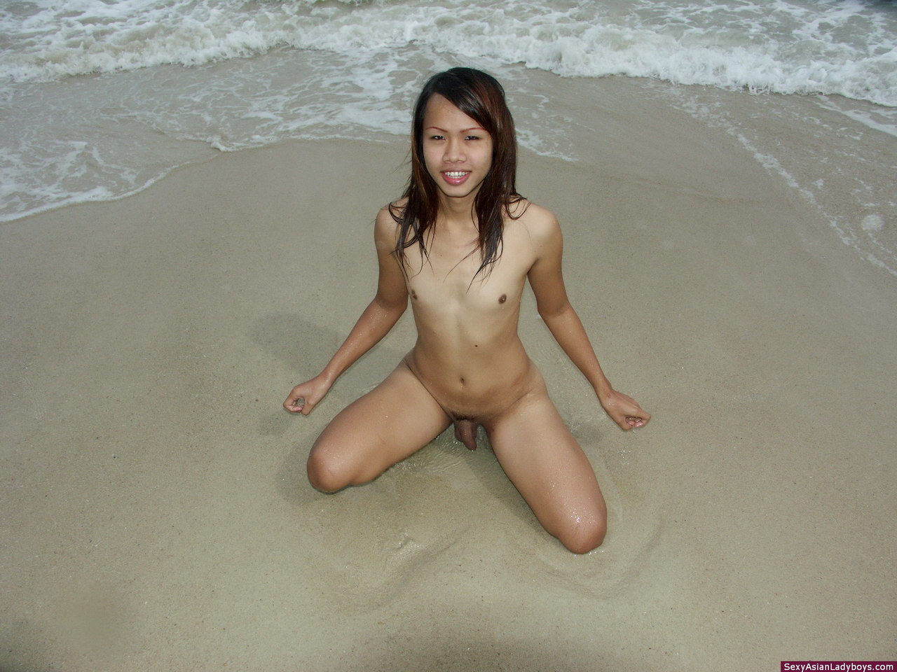 Sexy ebony strapon